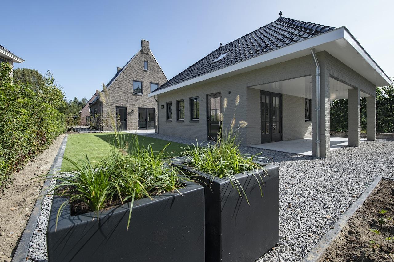 Achteraanzicht van de modelwoning in Dirksland