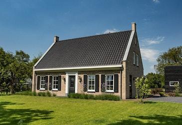 Vooraanzicht van een cottage woning