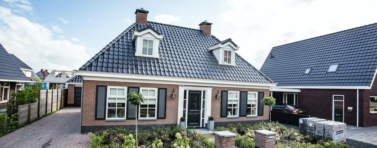 Een klassieke laagbouw woning met schildkap