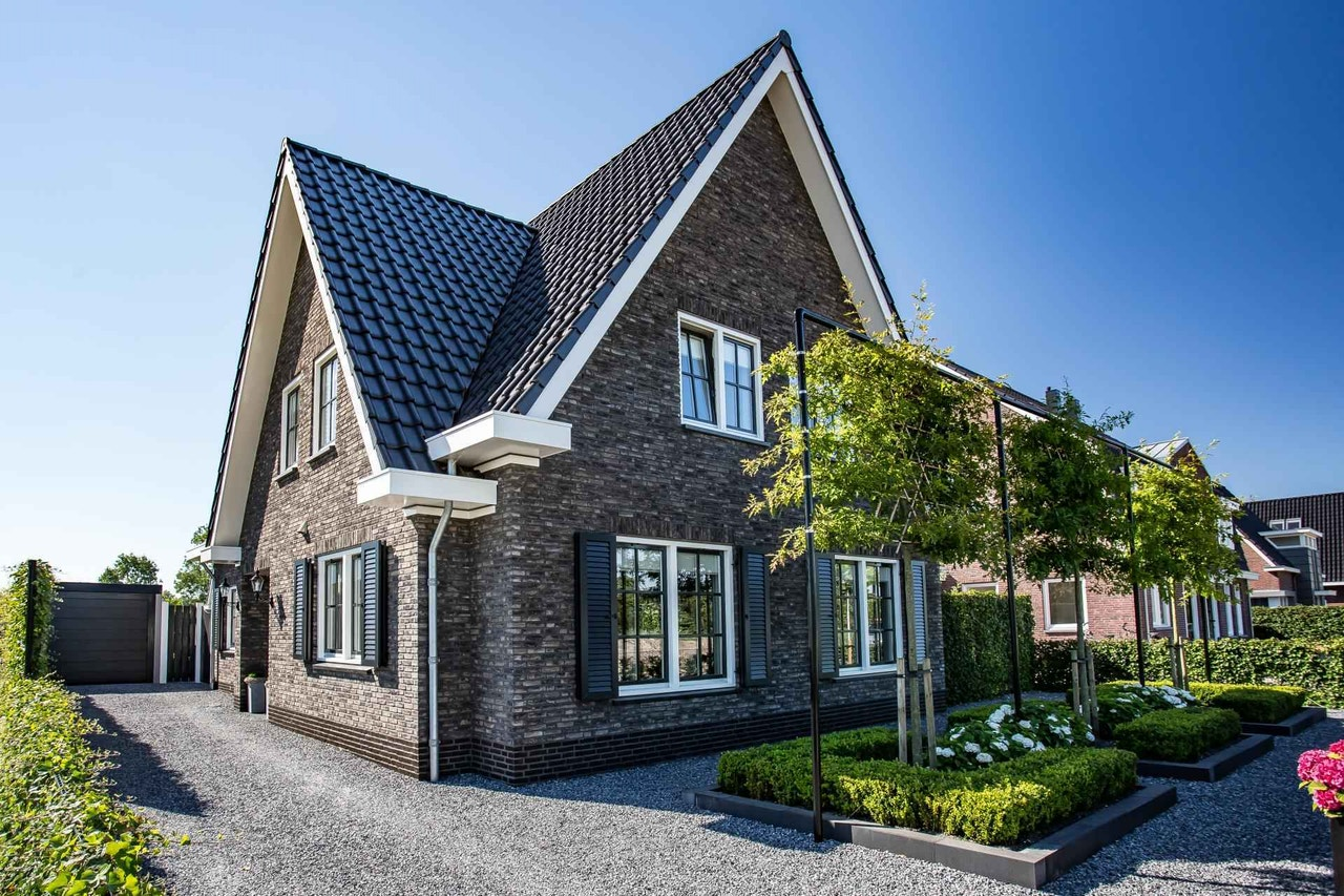 Vooraanzicht van een gerealiseerde woning
