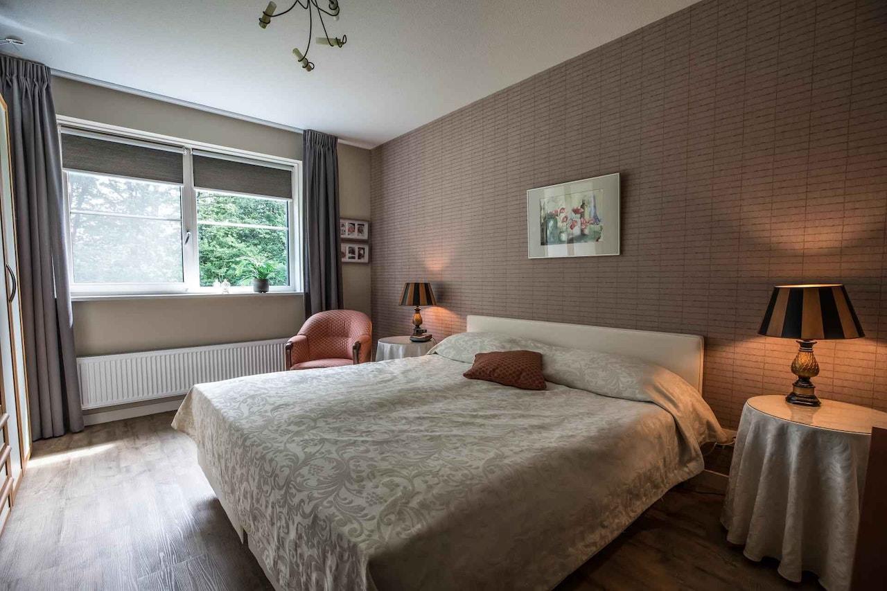 Slaapkamer op de beneden verdieping van een levensloopbestendige woning