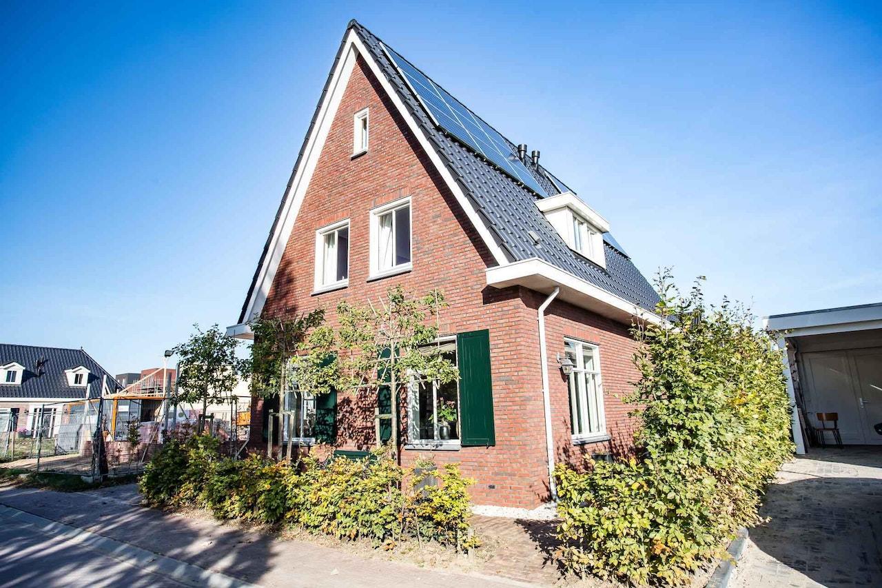 Vooraanzicht van een gerealiseerde woning gebouwd door SelektHuis