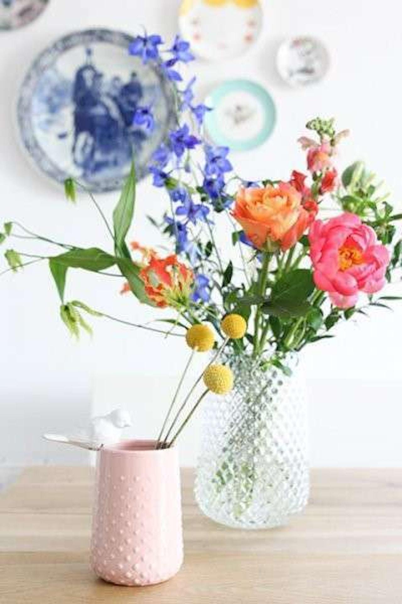 Wooninspiratie voor de lente, verschillende soorten bloemen
