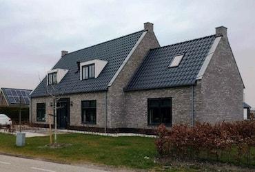 Eigentijdse laagbouw woning met uitbouw