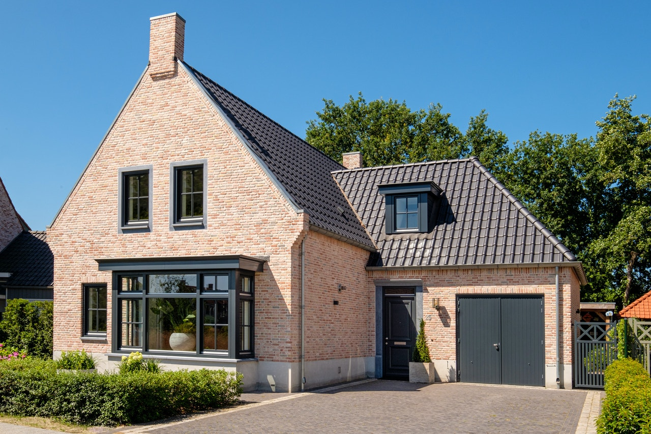 Vooraanzicht van een Engelse cottage met een landelijke twist
